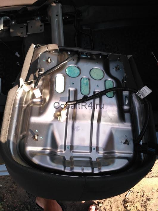 Снятая подушка водительского сиденья Chevrolet Cobalt и Ravon R4