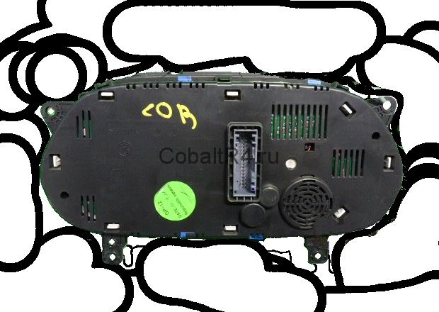 Приборная панель Chevrolet Cobalt комплектации LT с динамиком на обратной стороне.
